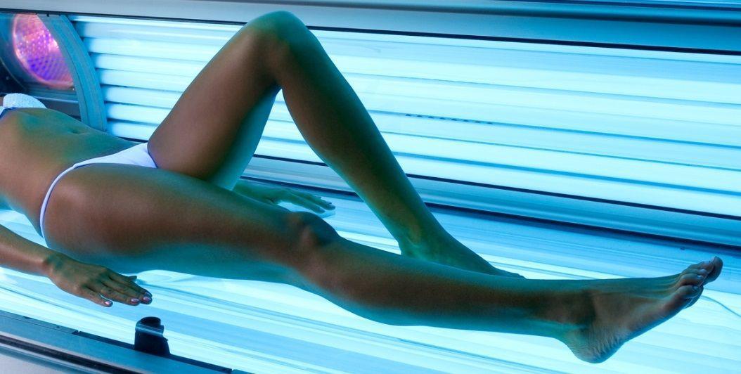 Jak naturalnie leczyć brązowe plamy na nogach po solarium?